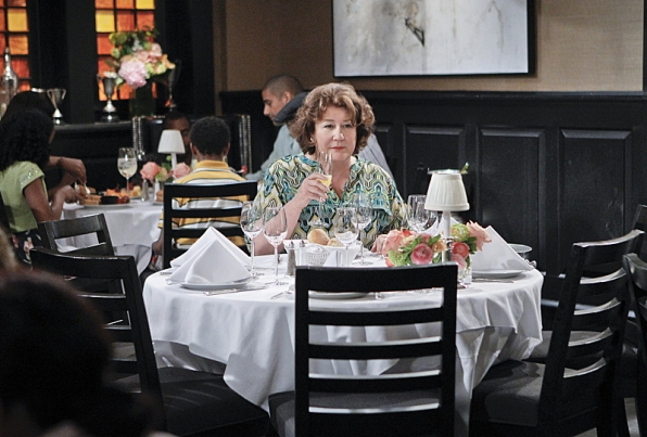 "Mother's Day dining in ""Mother's Day"" S1 E23"