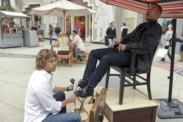 "Deeks Shining Shoes?? in ""One More Chance"" S5 E22"