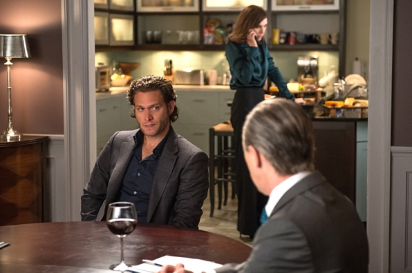 "Steven Pasquale plays respected campaign manager Jonathan Elfman in ""Oppo Research"" S6E4"