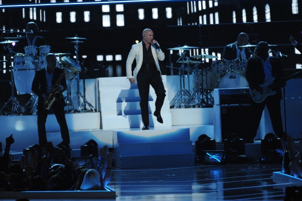 Pitbull Performs - Fashion Rocks