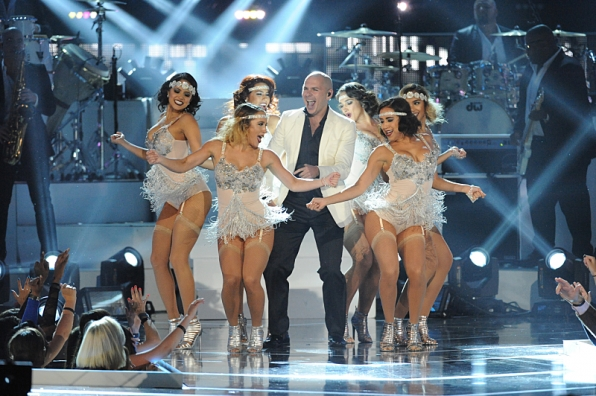 "7. Pitbull was the center of attention during his performance of ""Fireball."""