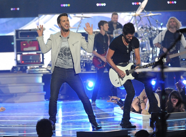 Luke Bryan Performs on Fashion Rocks