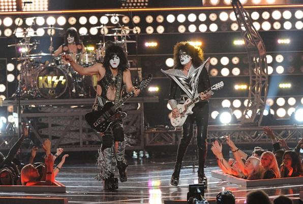 KISS Performs - Fashion Rocks