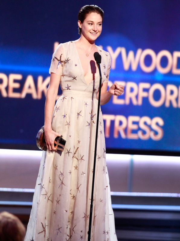 4. Shailene Woodley is not a hand-shaker.