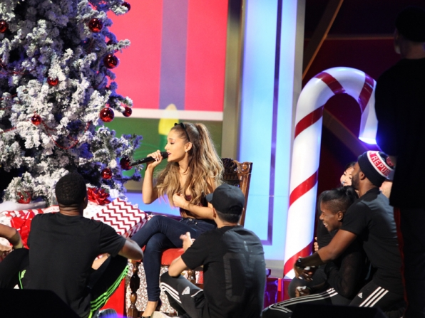 9. Ariana Grande grabs the attention during her rehearsal