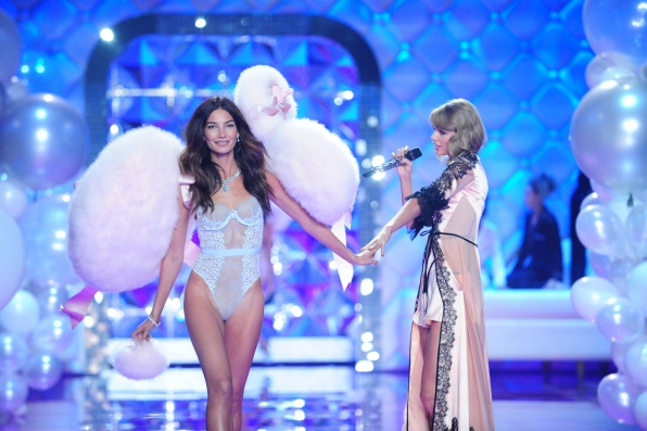 3. Lily Aldridge and Taylor Swift