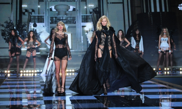 Taylor Swift joins Karlie Kloss for the catwalk
