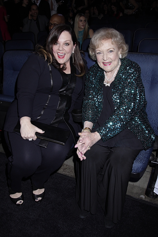 7. Melissa McCarthy jumps into a photo with Betty White.