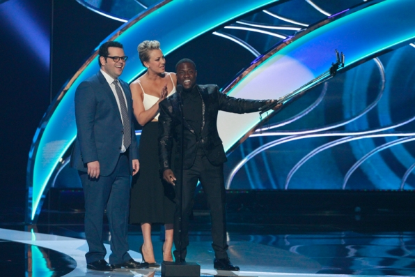 Looks like Kevin Hart got struck with the selfie stick phenomenon.