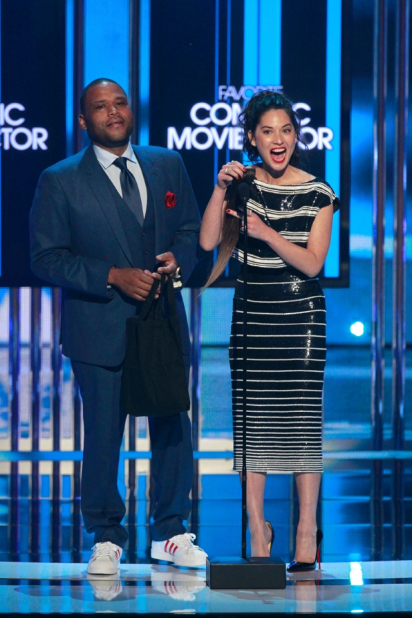 Anthony Anderson and Olivia Munn show off some of the cool stuff they found during the show.