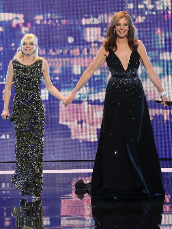 Anna Faris and Allison Janney open the show!