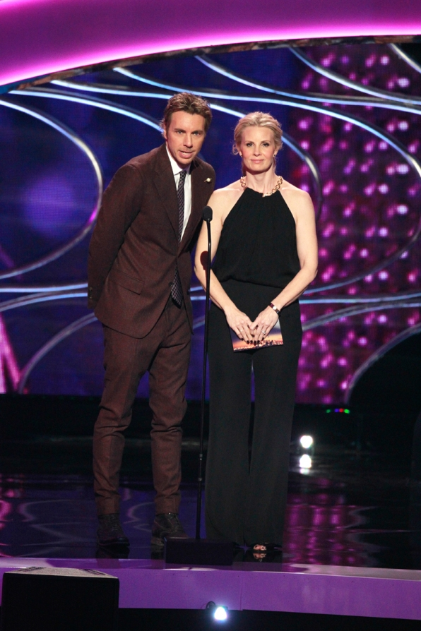 Dax Shepard and Monica Potter playfully banter as they present the award for Favorite Hip Hop Artist.
