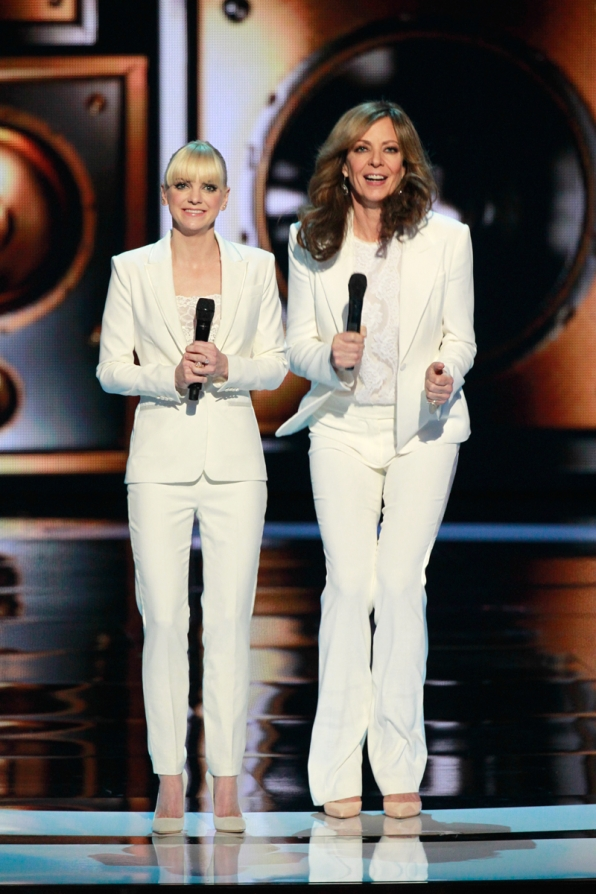 Anna Faris and Allison Janney spice up their wardrobe.