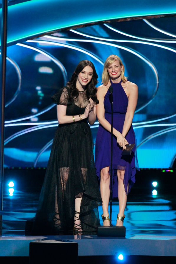 Kat Dennings and Beth Behrs look anything but broke while presenting.