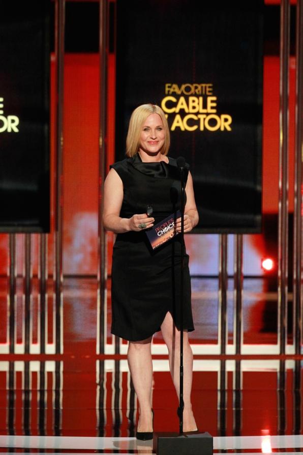 Patricia Arquette presents Favorite Cable TV Actor.