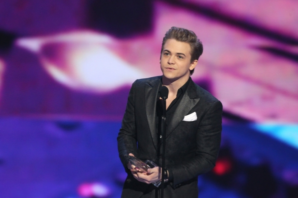 Hunter Hayes, winner of Favorite Male Country Artist.