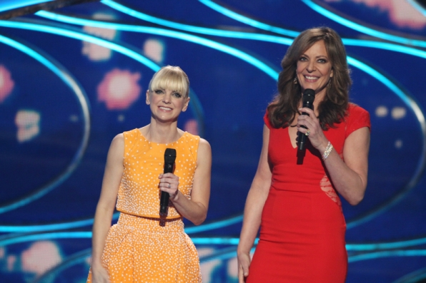 Anna Faris and Allison Janney shine bright on stage.