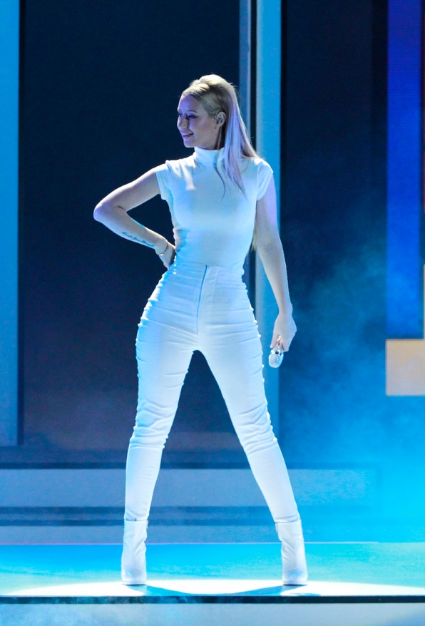 "Iggy Azalea made us ""Beg For It"" during her performance."