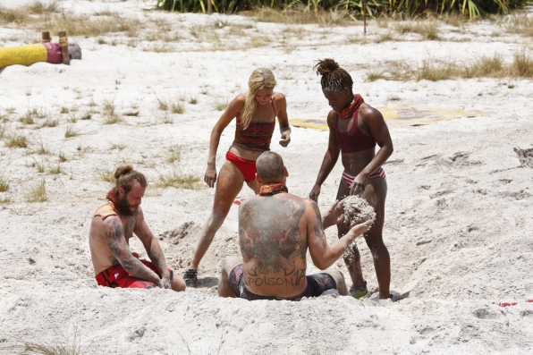 The Brawn Tribe try to work together during the Reward Challenge.