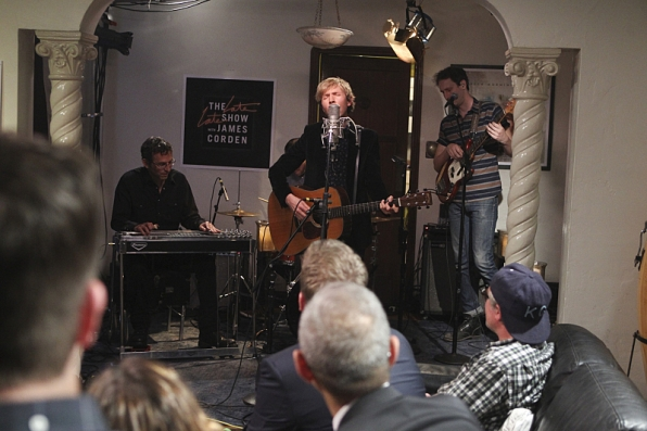 Beck rocked the Tommy's dining room.