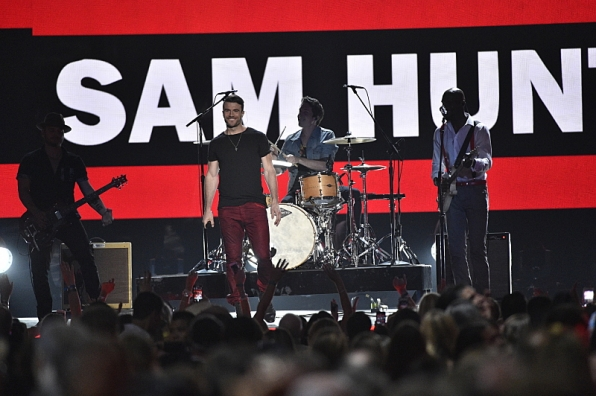 Sam Hunt makes the ladies swoon during his performance.