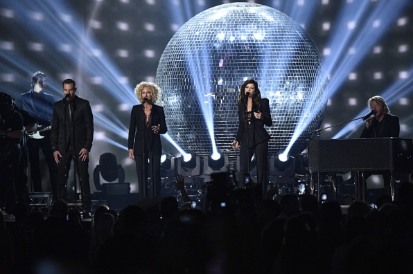 "Little Big Town shareed ""Girl Crush"" with the audience."