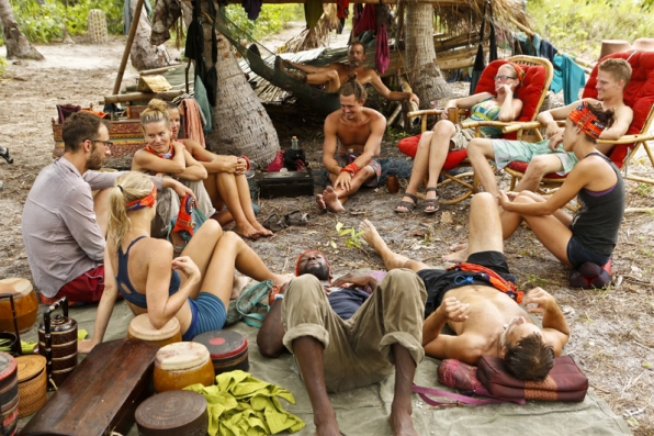 The remaining 13 castaways unwind before the next challenge