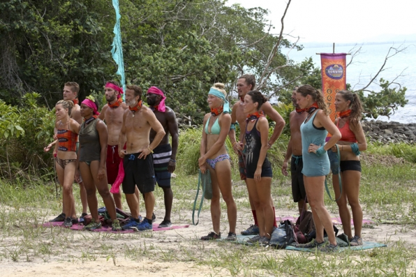The two teams get ready to compete for their Reward Challenge.