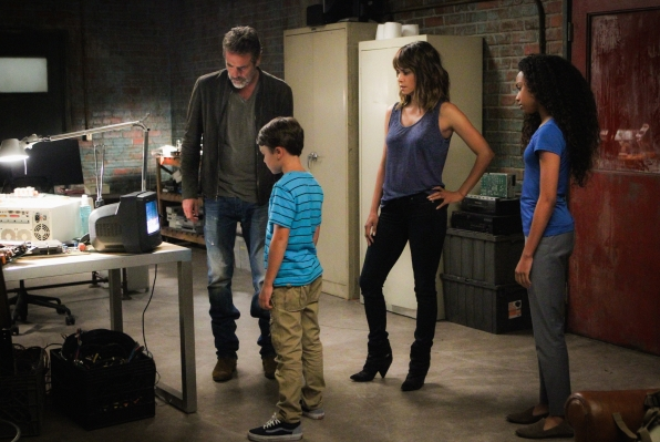 Jeffrey Dean Morgan as JD Richter, Pierce Gagnon as Ethan Woods, Halle Berry as Molly Woods, and McKenna Roberts as Terra.