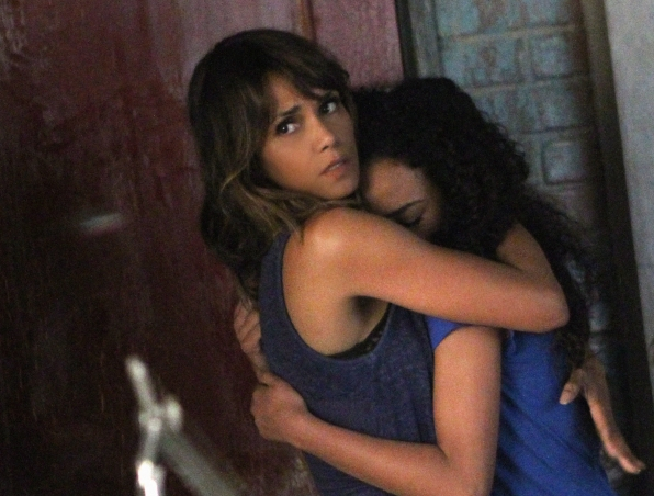Halle Berry as Molly Woods and McKenna Roberts as Terra.