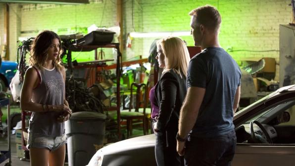 Jessica Szohr as Carmen Lopez, Patricia Arquette as Dr. Avery Ryan, and James Van Der Beek as Agent Elijah Mundo