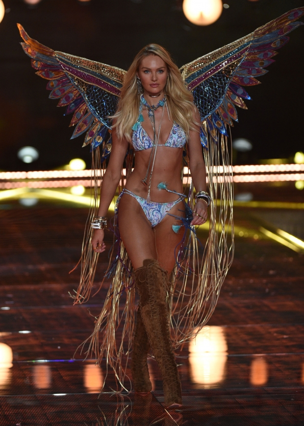 Candice Swanepoel isn't afraid of fringe in this blue paisley two-piece