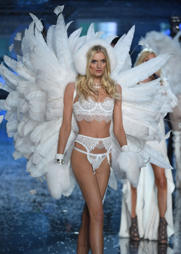 Lily Donaldson sashays down the runway wearing a plume of huge white feathers