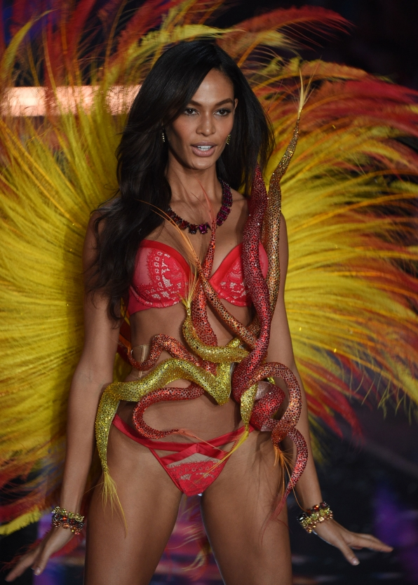 Joan Smalls replicates a pinwheel firework with rotating red-and-yellow feathered wings