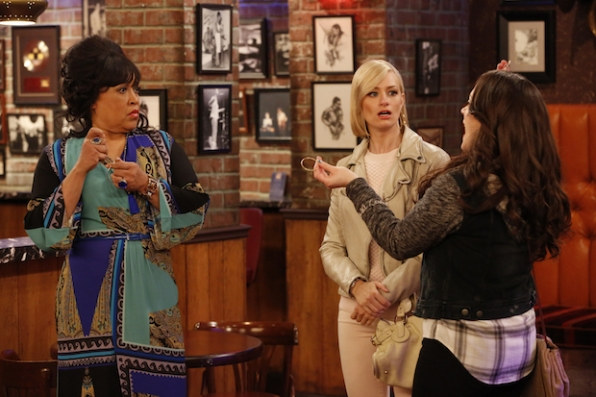 2 Broke Girls: Max and Caroline convince the jazz club owner to let Earl live his dream of playing Sax once more.