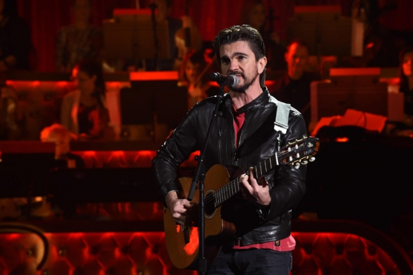 Juanes gets a feel for the stage.
