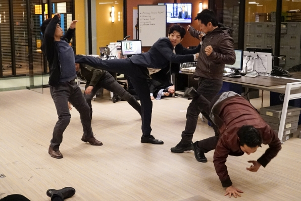 Lee gets flexible in order to help save the lives of 20 innocent women.