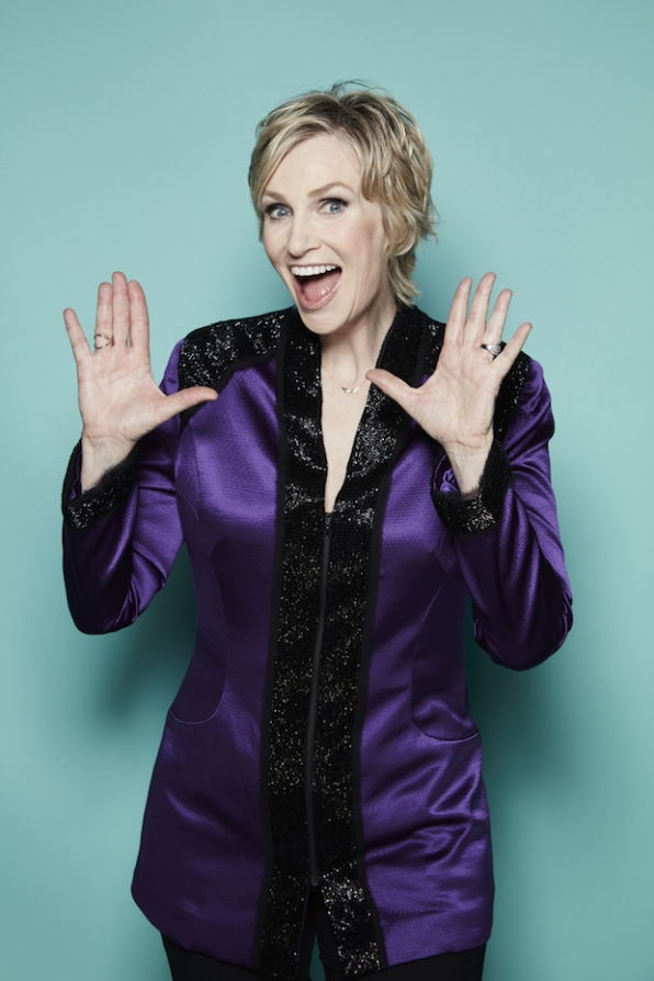 Jane Lynch takes a break from hosting to ham it up