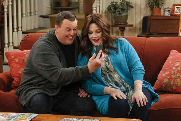 Mike and Molly set Frannie up with her estranged sister, Maura.