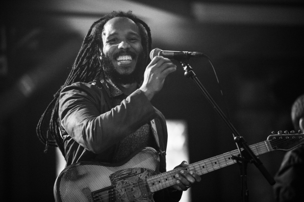 "Ziggy Marley Performs ""Weekend's Long"""