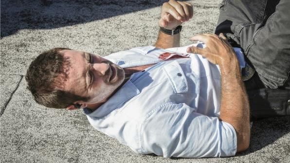 McGarrett hits the pavement.