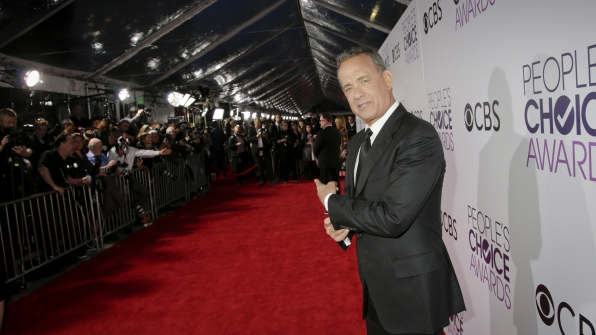 Tom Hanks leads the way down the People's Choice Awards 2017 red carpet.