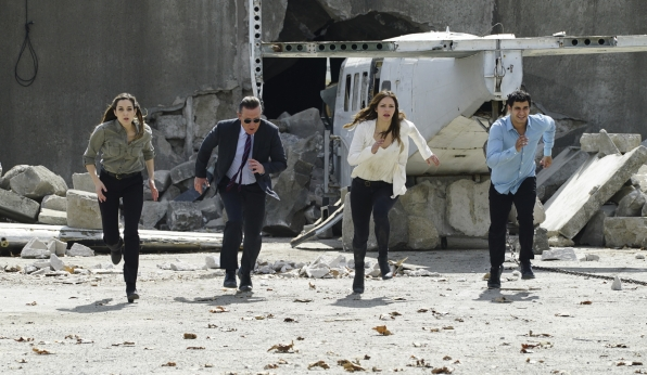 Kathleen Munroe as Oksana, Robert Patrick as Agent Cabe Gallo, Katharine McPhee as Paige Dineen, and Elyes Gabel as Walter O'Brien