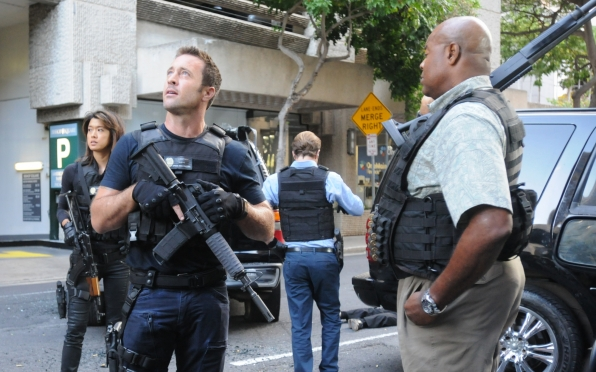 Grace Park as Kono Kalakaua, Alex O'Loughlin as Steve McGarrett, and Chi McBride as Lou Grover