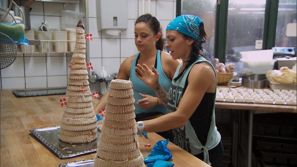 Building a wedding cake