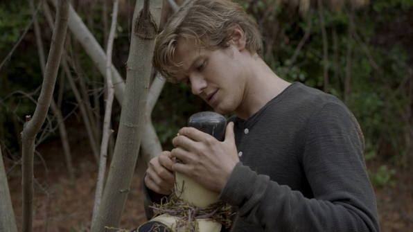 MacGyver uses objects around him to create a weapon.