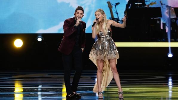 "Thomas Rhett and Kelsea Ballerini perform ""Islands In The Stream"""