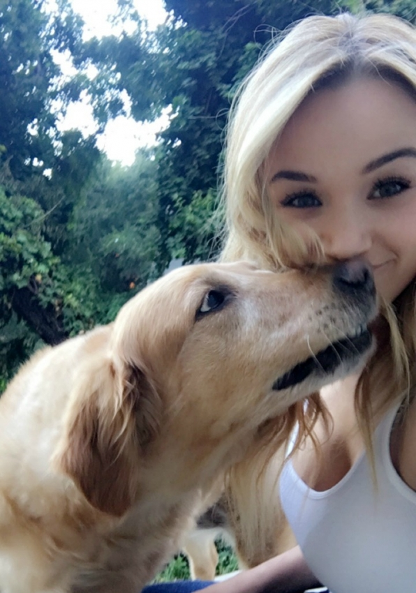 Hunter King (Summer Newman) never passes up an opportunity to hang with her best friend, Dallas.