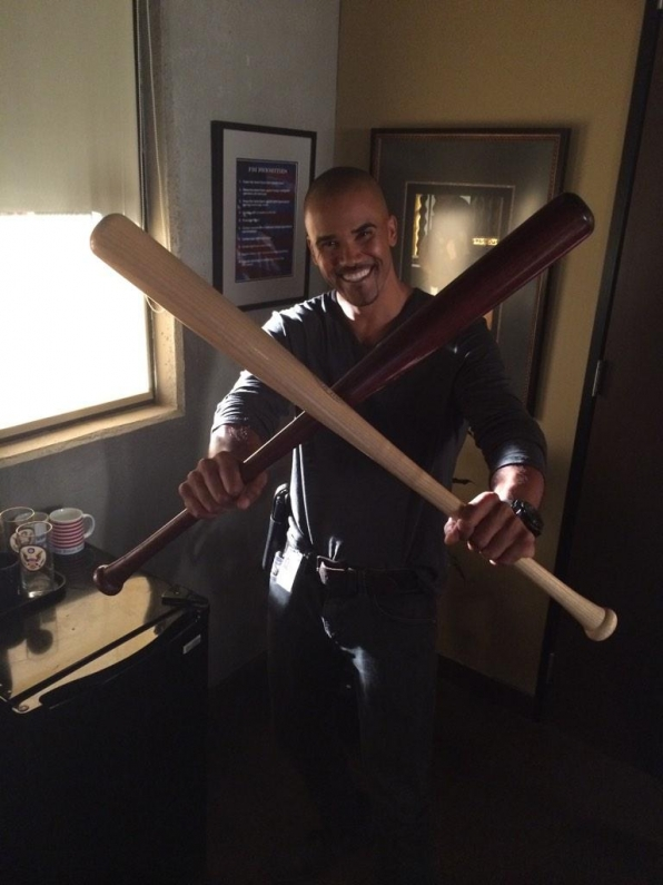 Twitter @CM_SetReport: 6 days until #CriminalMinds returns. @shemarmoore is ready! Show us your excitement for #CM10 #SeasonX