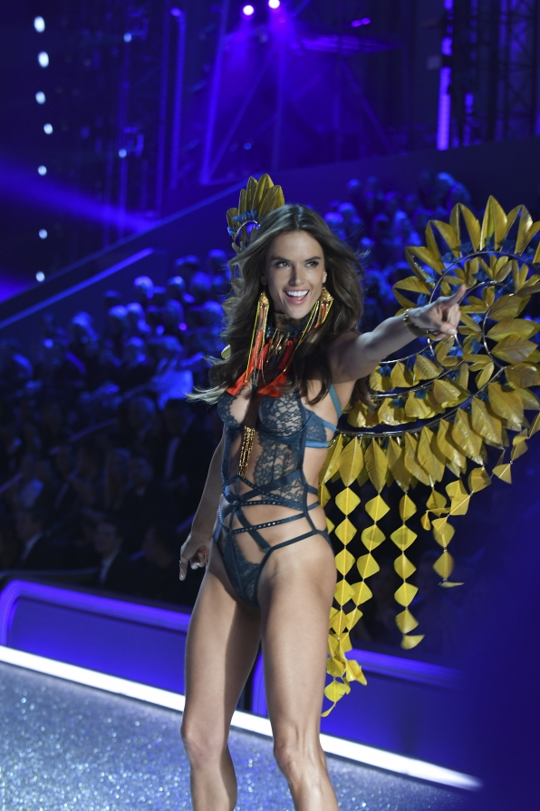 Alessandra Ambrosio owns this yellow-wing look.
